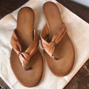Aldo leather flip flop sandals 11 EUC